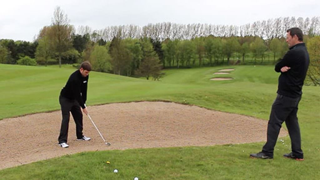 How to play better bunker shots with Scott Oxley