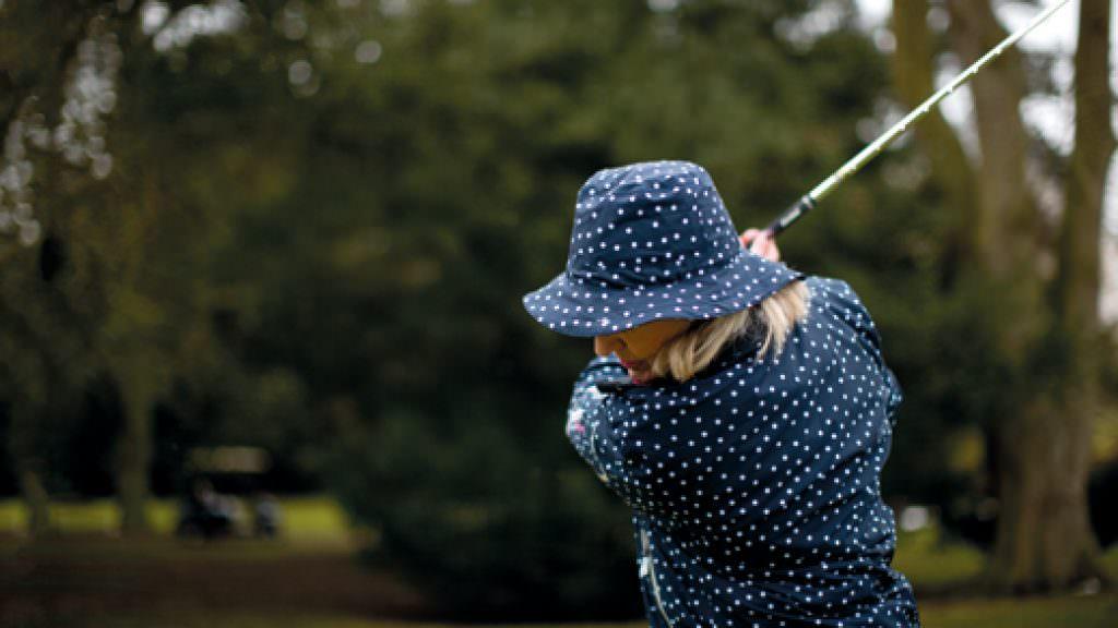 Lady Golfer Fashion: Cool Britania