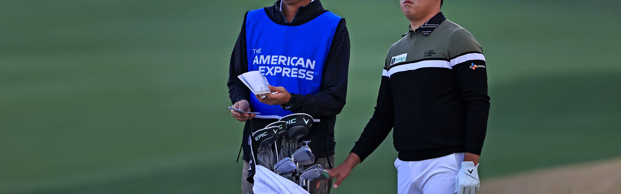 What's in Si Woo Kim's bag?