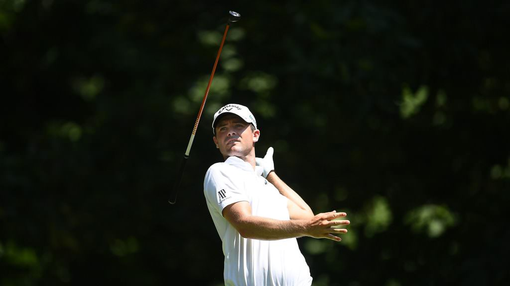 Golfer takes a more relaxing approach to losing his clubs