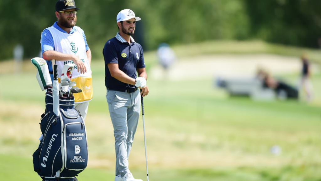 What's in Abraham Ancer's bag?