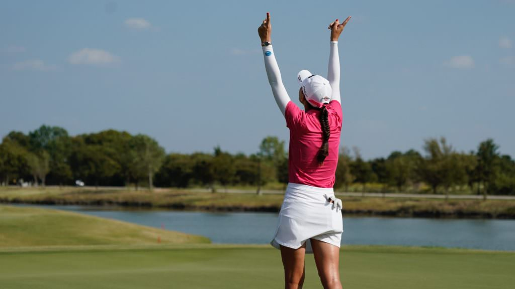 Emotional Knight claims maiden title in Texas
