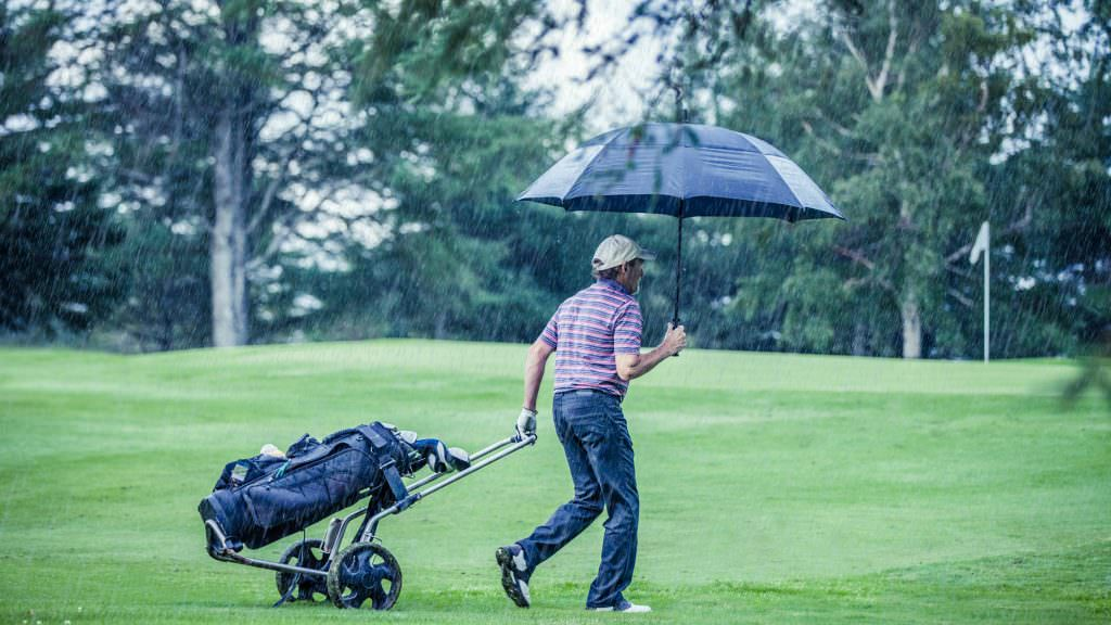 Playing golf in the rain: How will it affect your game?