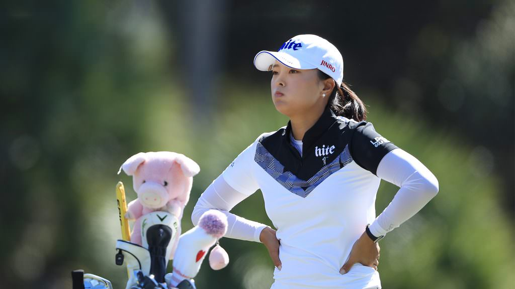 What's in Jin Young Ko's bag?
