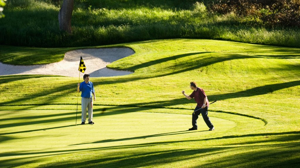 Would you like to work in the golf industry? We're hiring!