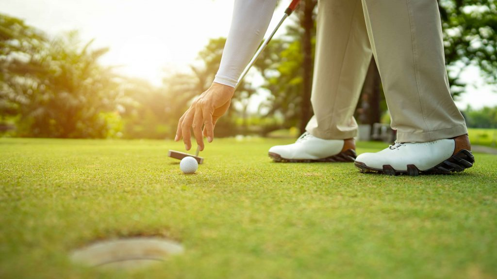 Rules of Golf explained: I picked up my ball on the green without marking it – is there a penalty?