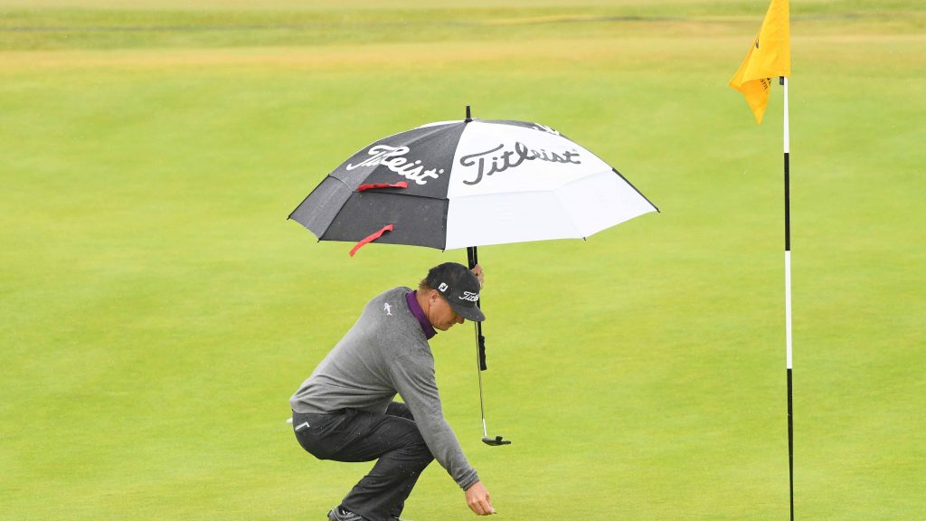 Rules of Golf explained: Can I hold an umbrella while putting?