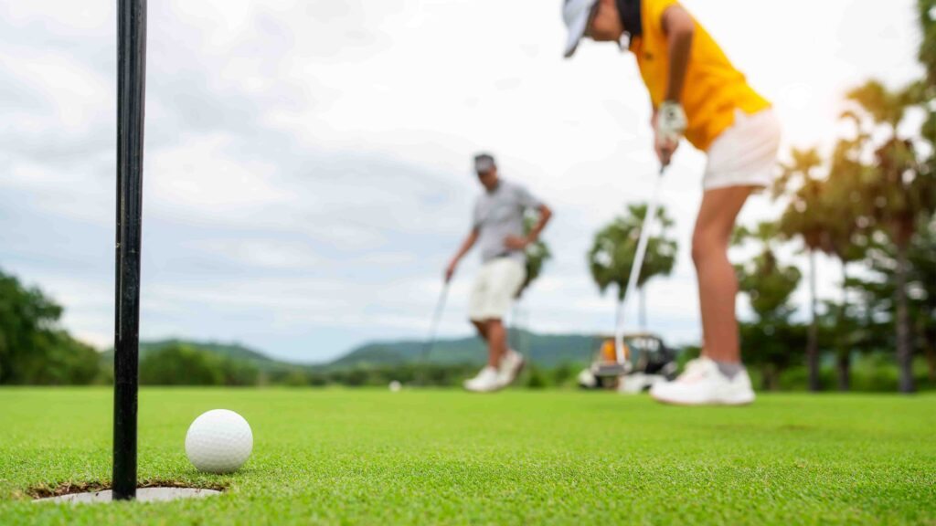 Rules of Golf explained: Can I practise putting or chipping during a round?